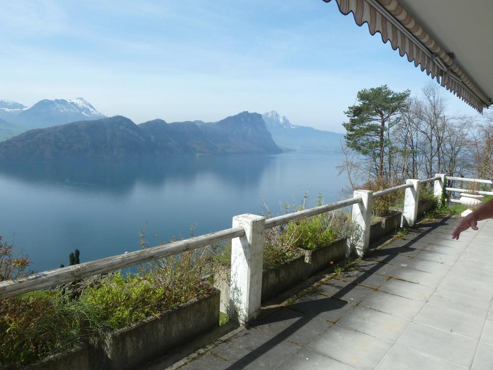 2-zimmerwohnung-Vitznau-ferienwohnung-rigi-balkon